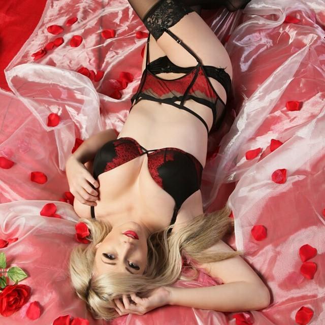 Lindsay elyse nude