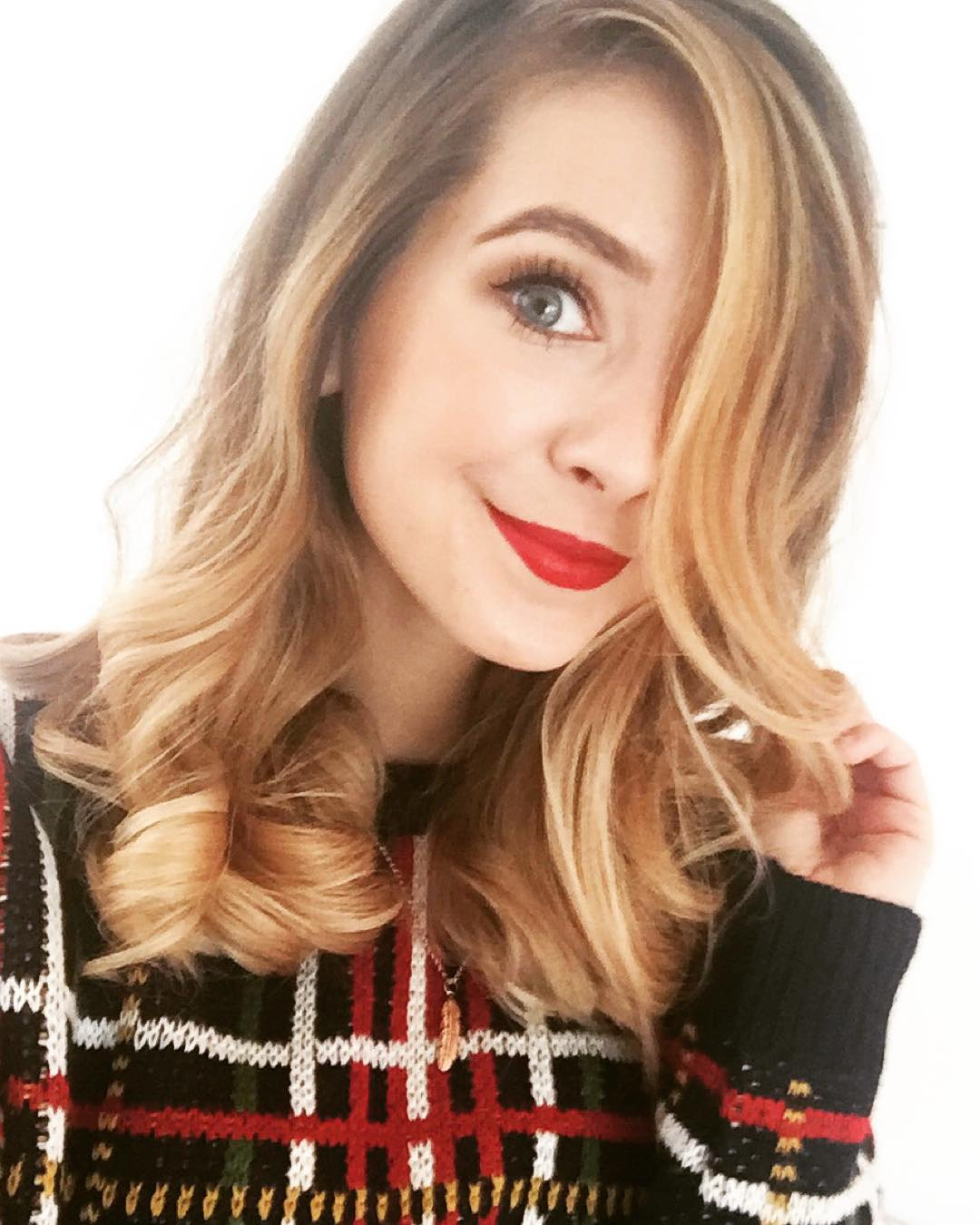 Are pointlessblog and zoella dating 6