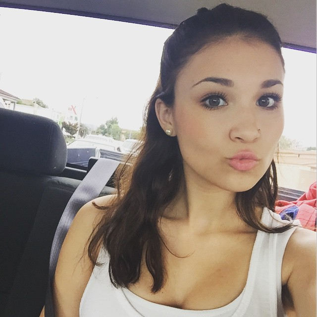 JLovesMac1 Cleavage Pictures (40 pics) - Sexy Youtubers
