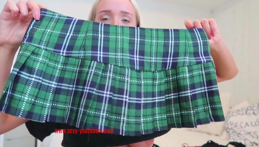 GwenGwiz Nipple Slip