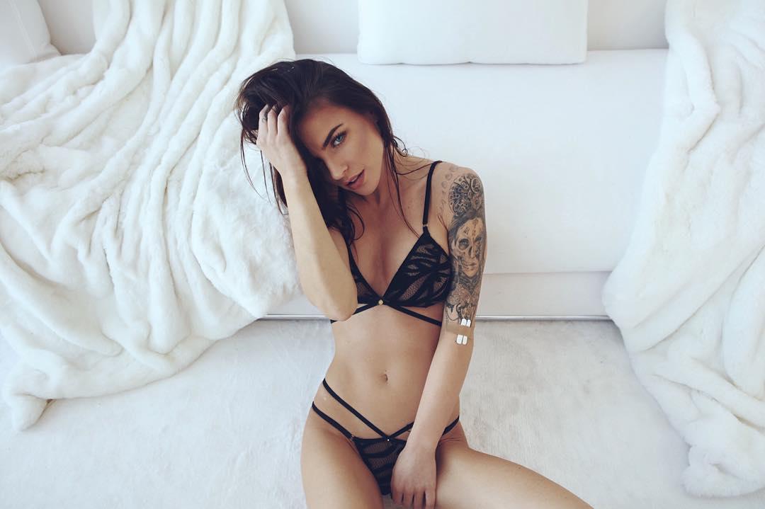 Big tits female body builders