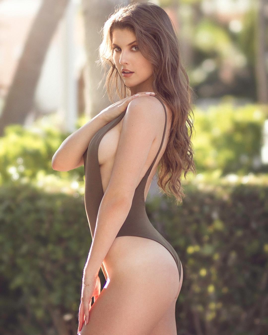 Amanda Cerny Sexy