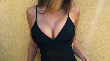 Pretty Hot Girls Bored At Work (38 Photos) - The Viraler