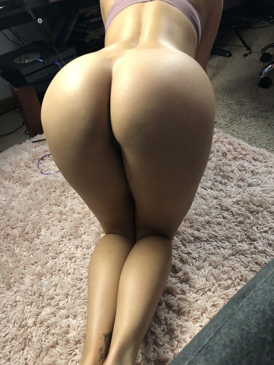 Amy smart ass in panties