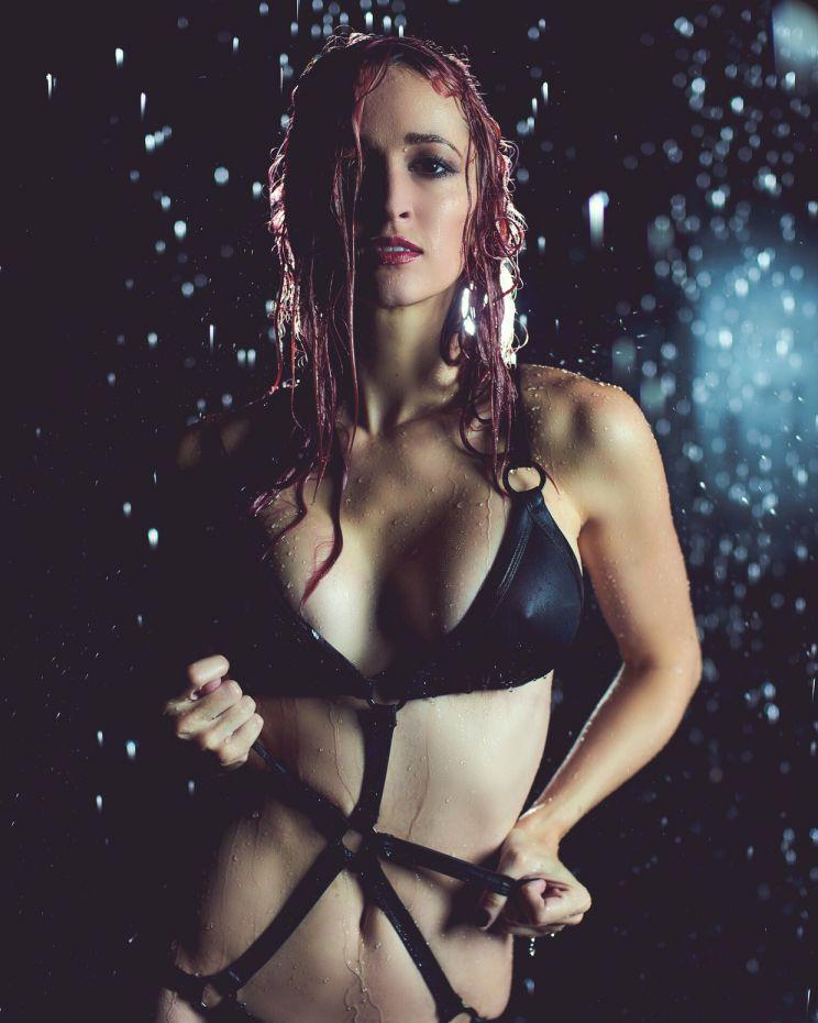 jaclyn-glenn-rain-room-photoshoot