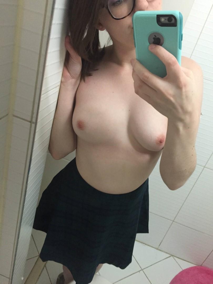 Nude streamer