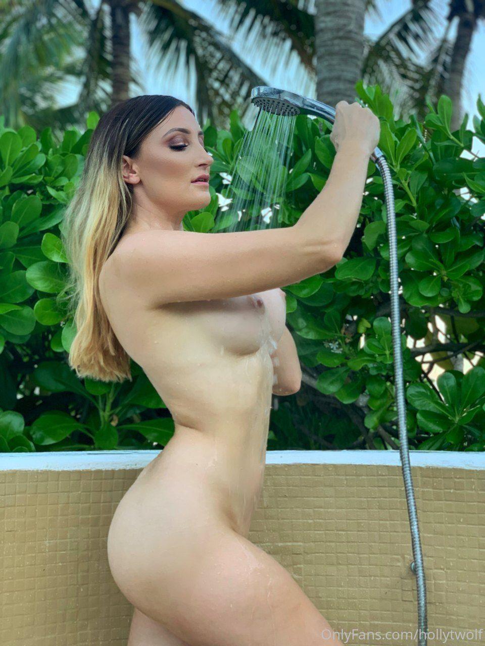 Bernadette Wilkes  nackt
