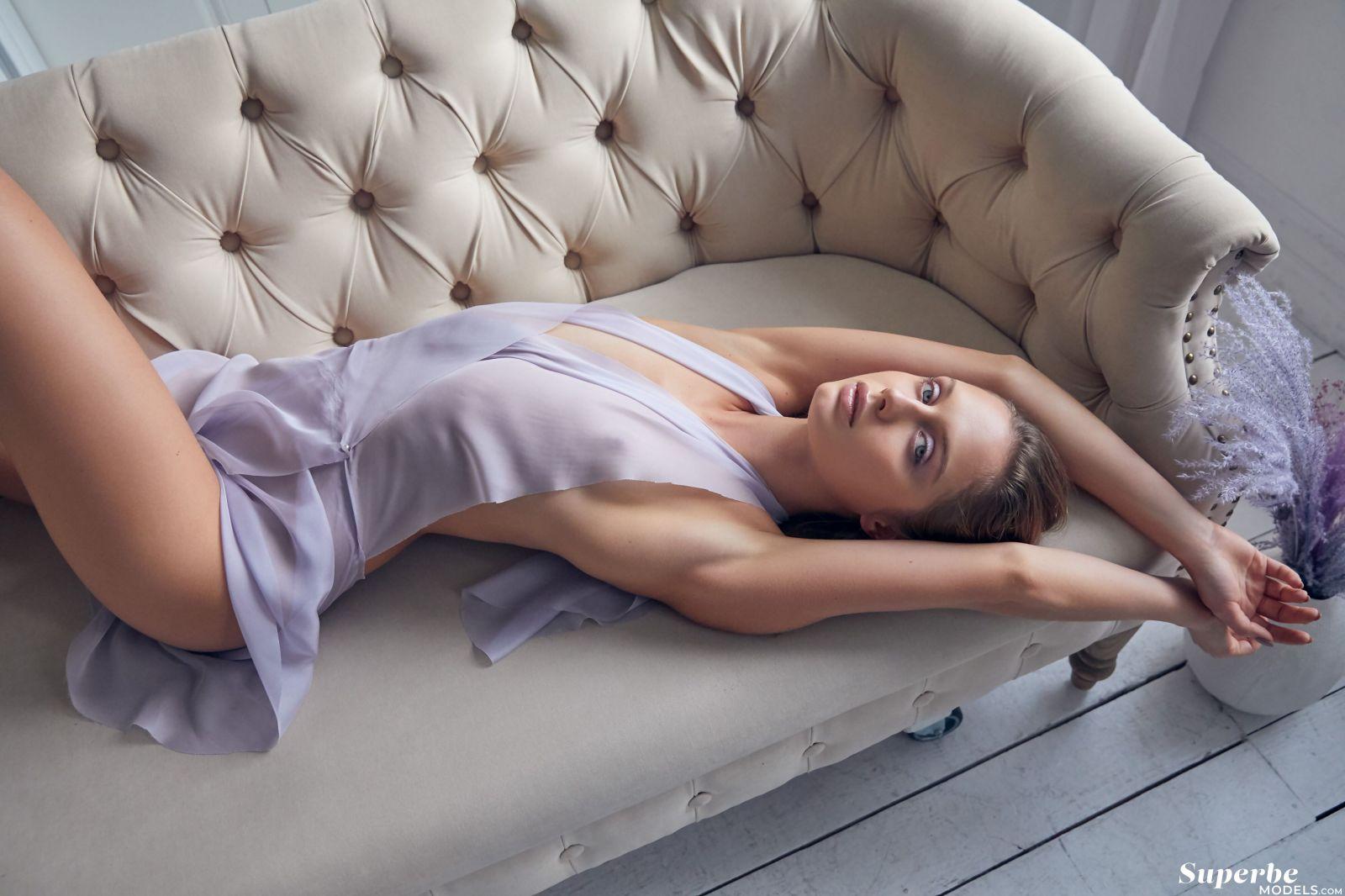Amelie Lou Lavender Kiss